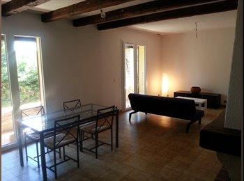 Appartager FR - maison 3 chambres grand salon séjour, grand jardin. , Alès - 275 € /Mois
