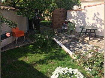Chambre meublée donnant sur jardin exposé ouest