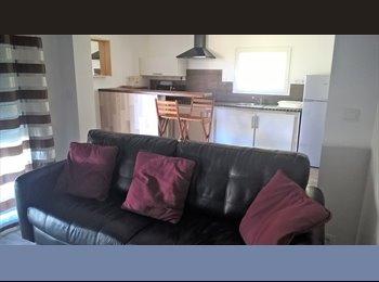 Appartager FR - Petite maison aménager pour 2 colocataires, Angoulême - 330 € /Mois