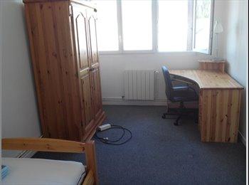 Appartager FR - chambre meublée dans rue stationnement gratuit idéal stage courte durée, Rouen - 420 € /Mois