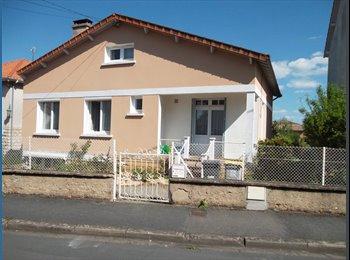 Appartager FR - Chambre simple meublée dans maison individuelle, Poitiers - 250 € /Mois