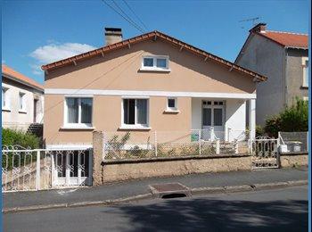 Appartager FR - Suite parentale meublée dans maison individuelle, Poitiers - 400 € /Mois