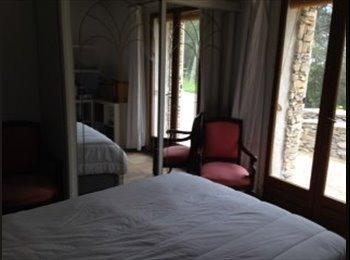 A louer belle chambre dans maison provençale à Nîmes