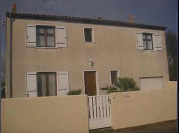Appartager FR - Colocation 4 chambres meublées individuelles dans maison avec jardin proximité fac et école ingénieu, Aytré - 430 € /Mois