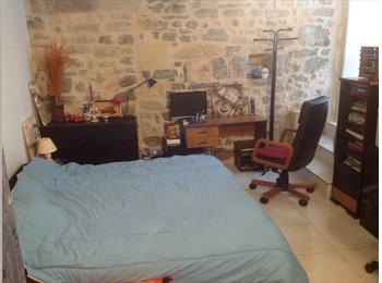 Appartager FR - chambre meublée avec vasque, wc et douche indépendante. Lave linge et séche linge à dispositioncherc, Villeneuve-lès-Maguelone - 250 € /Mois
