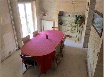 Appartager FR - 3 chambres à louer, grande maison proche du centre ville de Caen (130 m2), Caen - 370 € /Mois