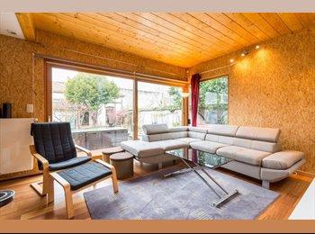 Appartager FR - Chambre avec salle de bain privative dans une maison de ville de 150m² avec grande cuisine et grande, Lyon - 800 € /Mois