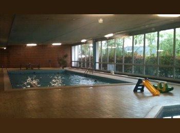Appartager FR - belle grande chambre meublee esplanade au calme  avec piscine, Strasbourg - 330 € /Mois