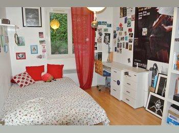 Appartager FR - Chambre à louer dans maison avec famille :couple + lycéenne 16 ans), Meyzieu - 350 € /Mois