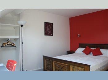 Appartager FR - Chambre dans grenier aménagé, Amiens - 350 € /Mois