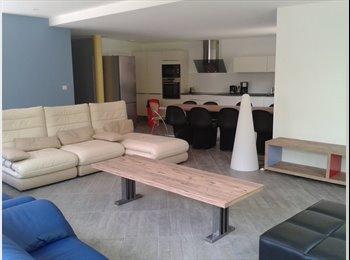 Appartager FR - chambre MEUBLEE dans MAISON NEUVE, Pessac - 440 € /Mois