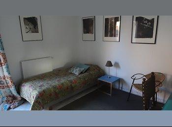 Appartager FR - Chambre 20 m2 avec entrée indépendante dans jolie maison meunière, Paris - Ile De France - 500 € /Mois