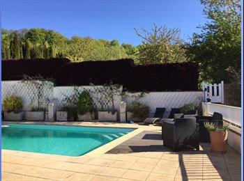 Appartager FR - 2 chambres à louer dans villa avec piscine, Saulny - 350 € /Mois