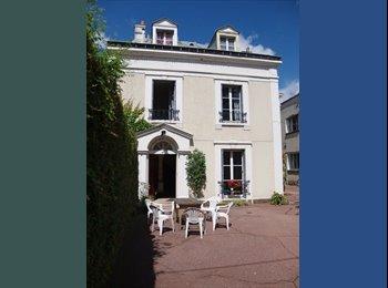 Appartager FR - Chambre dans une maison des étudiants étrangers, Savigny-sur-Orge - 450 € /Mois