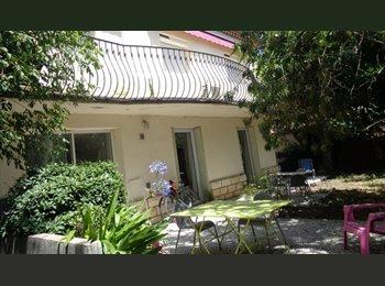 Appartager FR - colocation pour 1 JF, près fac, jardin, parking, Tout compris, Avignon - 390 € /Mois