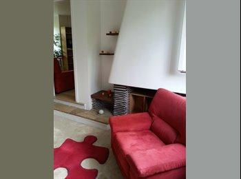 Chambre indép. dans rdc (indép., 95m2) d'une maison...