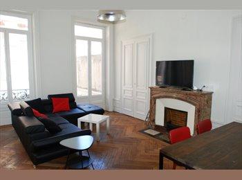 Appartager FR - Location chambre meublée 12 m2 Appartement refait à neuf, Saint-Etienne - 300 € /Mois