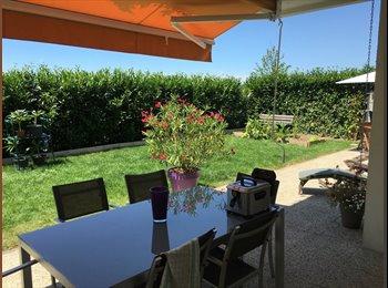 Appartager FR - Chambre et sdd privee dans bel appartement en rez de jardin, Vétraz-Monthoux - 800 € /Mois