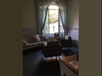 Appartager FR - Super coloc en centre ville dans maison à 4 Meublée, Besançon - 300 € /Mois