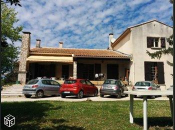 Appartager FR - Grande chambre dans maison avec jardin, Cabriès - 478 € /Mois