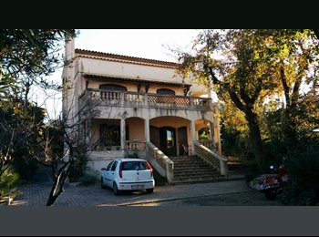 Appartager FR - Grande Chambre Double avec Salle de Bain à louer dans villa à Cap d'Antibes, Cannes - 890 € /Mois