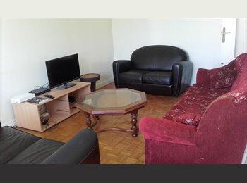 Appartager FR - chambre meublée dans appartement spacieux, Saint-Etienne - 275 € /Mois