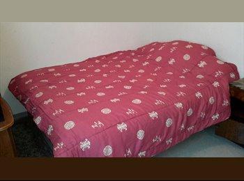 grande chambre meublée tout confort;