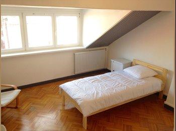 Appartager FR - Chambre colocation (7mn fac médecine). Maison avec jardin, Lille - 320 € /Mois