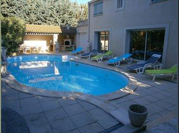 Loue chambre de 24m2 dans villa avec piscine