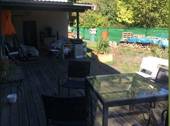 Appartager FR - Chambre à louer dans une maison de 130 m2 avec jardin, Saint-Aubin-de-Médoc - 250 € /Mois