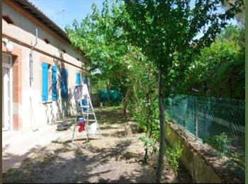Appartager FR - Maison toulousaine avec jardin à 5 Min du métro, quartier Croix Daurade, Toulouse - 450 € /Mois