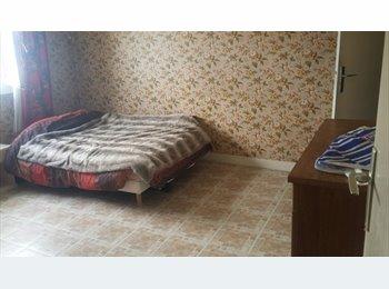 Appartager FR - Une chambre disponible dans une appartement au pied des transports, Epinay-sur-Seine - 450 € /Mois