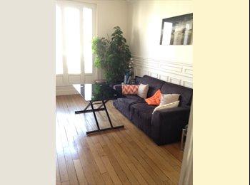 Appartager FR - Coloc de filles dans le 18e - Très bel appartement, Paris - 850 € /Mois