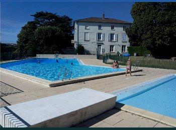 Appartager FR - Chambres meublées à louer au 1er et mi-novembre piscine+tennis , Sainte-Foy-lès-Lyon - 400 € /Mois
