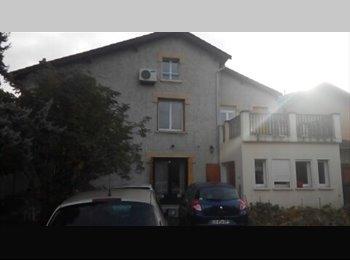Appartager FR - Villa de type 5 proche Métro A, Station Flachet, Villeurbanne, Villeurbanne - 1750 € /Mois