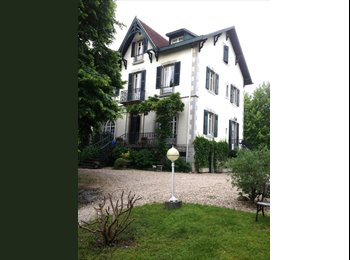 Appartager FR - Chambre spacieuse et joliment meublée, Cambo-les-Bains - 420 € /Mois