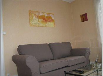 Appartager FR - Loue chambre privative meublée avec lit, armoire, bureau, Thonon-les-Bains - 450 € /Mois