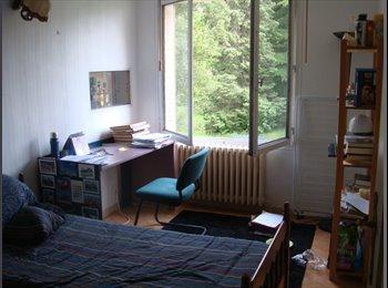 Belle chambre meublée avec balcon