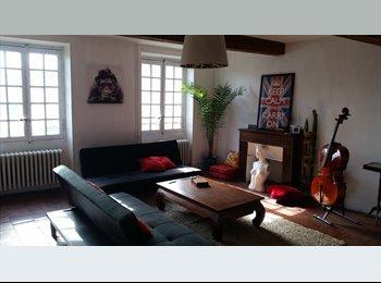 Appartager FR - Je loue une chambre en colocation avec salle de bain privée, Carcassonne - 215 € /Mois