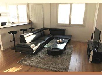 Chambre meublée  Douche TV privative 300m metro Tourcoing...