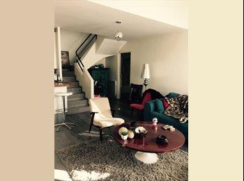 Appartement style loft duplex dans une allée privée