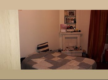 Chambre spacieuse dans colocation sympa à Clichy
