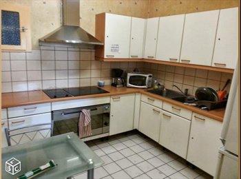 Grande chambre meublée centre ville 16m² avec kitchenette