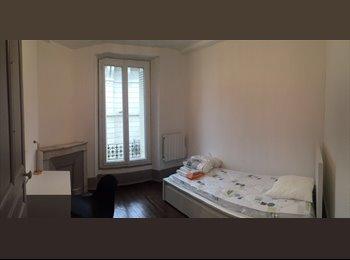 Appartager FR - 2 chambres disponible dans une colocation au 1er Mai, Valence - 375 € /Mois