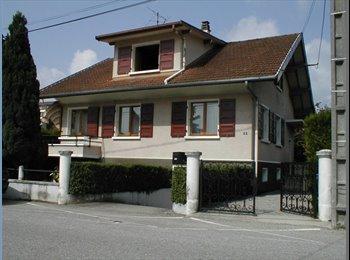 Appartager FR -  Villa située dans un quartier calme avec bus  et commerces à proximité (moins de 200m) - Meythet, Annecy - 350 € /Mois