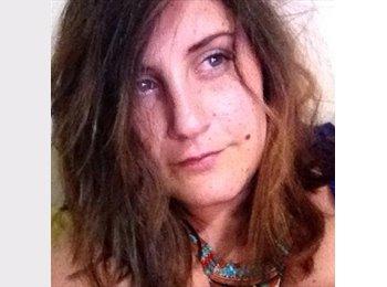 Emanuela  - 28 - Etudiant