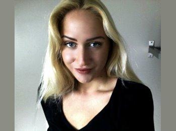 Aneta Kolarova - 25 - Salarié