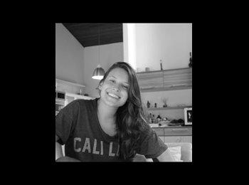 Stephanie  - 22 - Etudiant