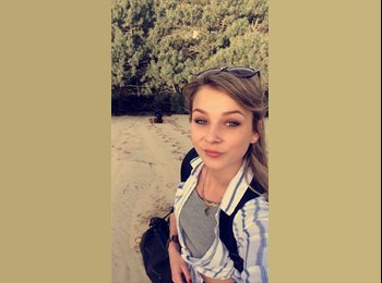 Kirsten  - 21 - Salarié