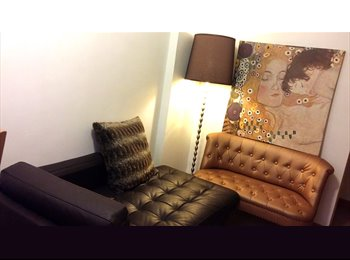 Cozy room in Wan Chai Shared-apartment